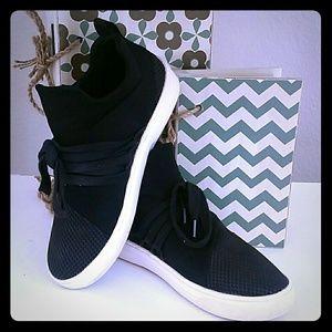 Steve Madden Fashion Sneaker